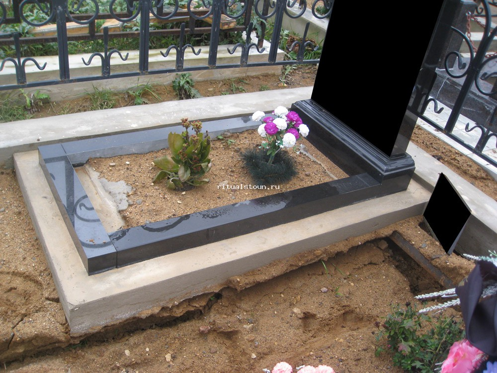 Памятник и цветник цены как установить памятники из гранита уфа ува