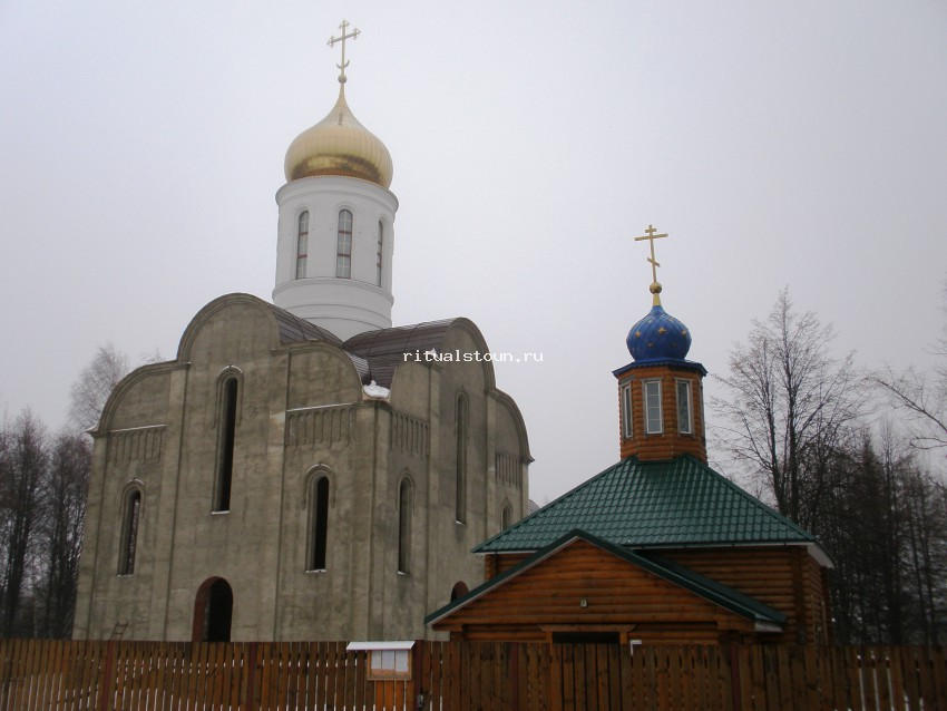 Памятник с крестом на просвет Краснозаводск Мемориальный комплекс с крестом Епифань